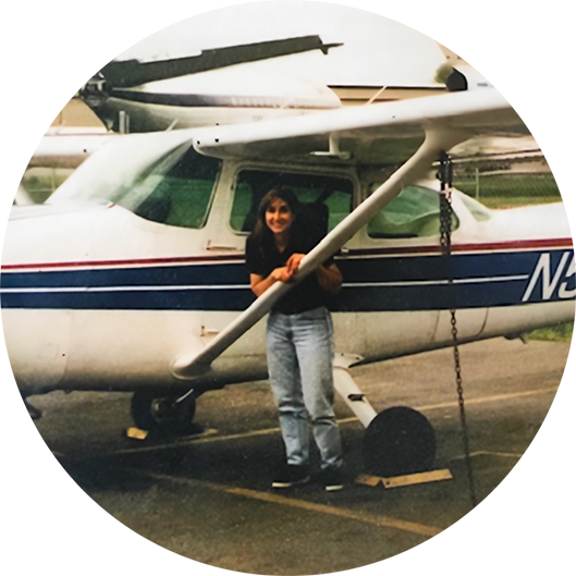 Image of Jeanne Guérin in front of a plane