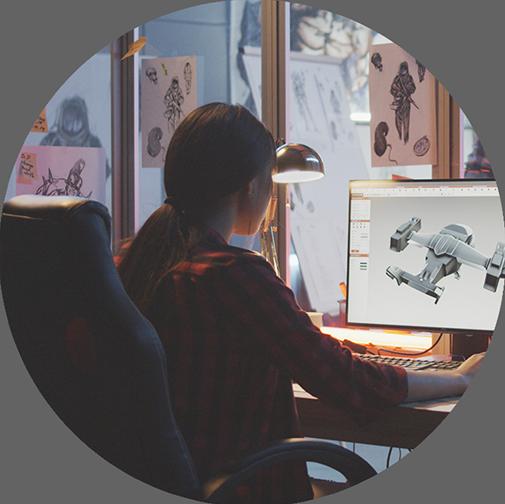 Image d'une femme travaillant sur un design